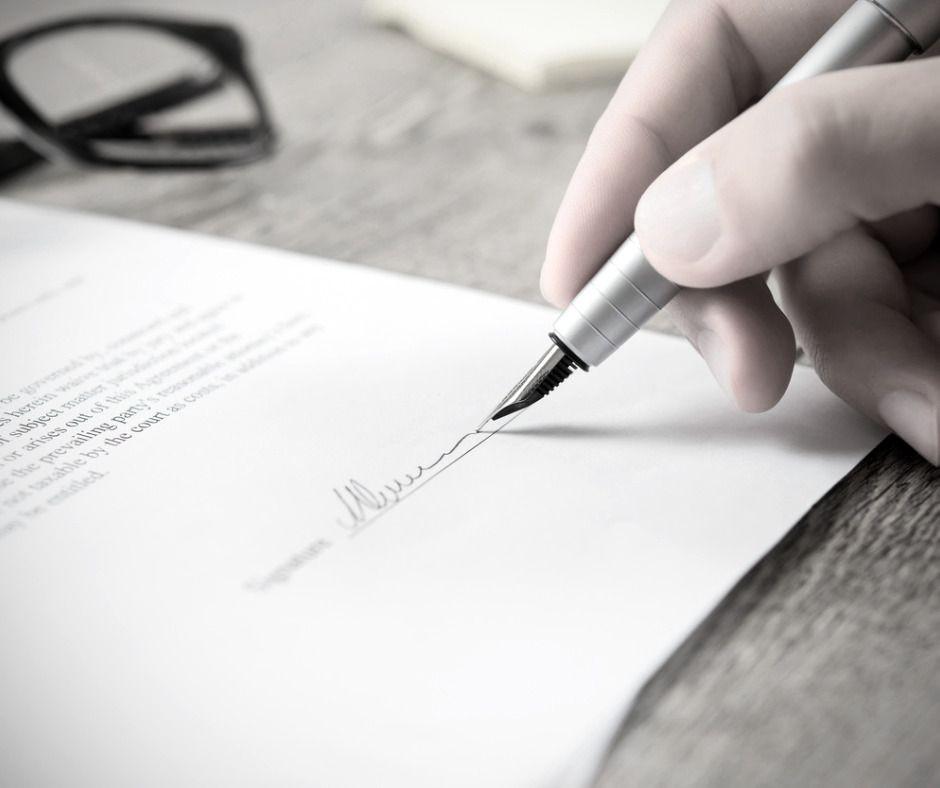 Podpisywanie umowy u notariusza